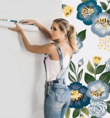 https://creativesilhouettes.ca/wp-content/uploads/2017/01/Wall-Graphic-installation-prit-375x400.jpg